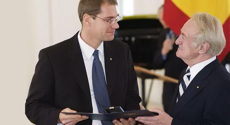 2003: Verleihung des Bundesverdienstkreuzes